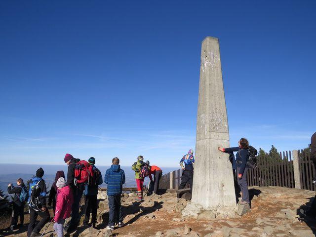vrcholek Lysé hory - hladící bod na obelisku