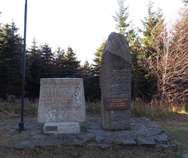 památníky na Ivančeně