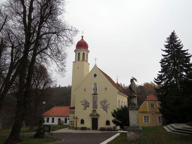 poutní kostel Navštívení Panny Marie v Hlubokých Mašůvkách; www.svatosi.cz