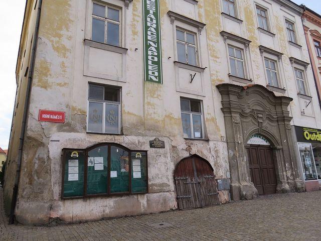 dům, kde pobýval v listopadu 1805 francouzský císař Napoleon; www.svatosi.cz