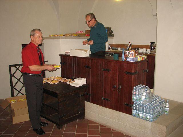občerstvovacího servisu se ujali muži; foto F. Janeček