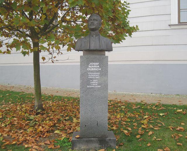 architekt Josef Maria Olbrich, na konci 19. století jeden ze zakladatelů umělecké skupiny Vídeňská secese