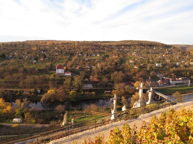 Kraví hora z terasy u Rajské vinice pod kostelem sv. Mikuláše
