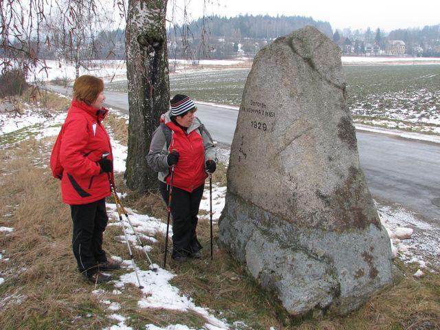 kámen stojí na rozcestí u Horních Dubenek od roku 1929; foto F. Janeček