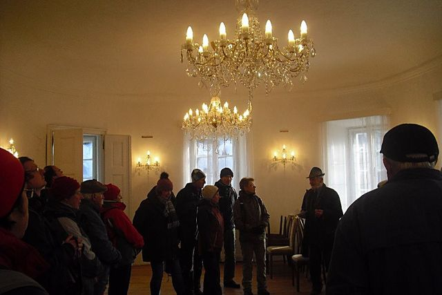z hlavního oválného sálu v prvním patře se vcházelo do menších okolnich místností