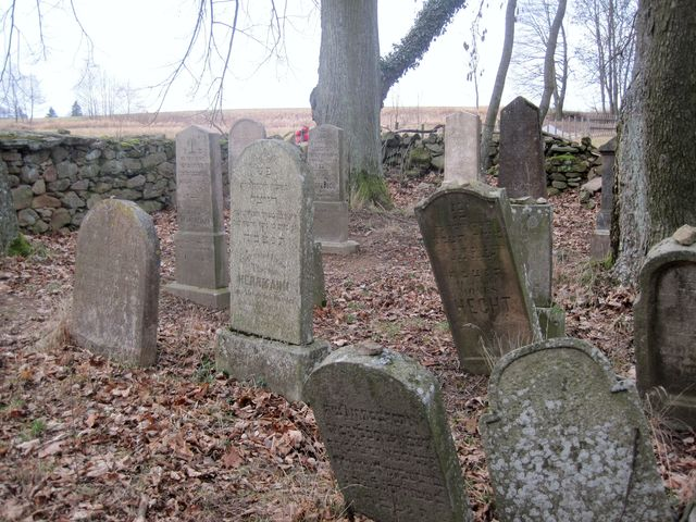 pochováni jsou zde obyvatelé ze širokého okolí
