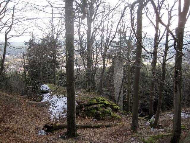 zbytky hradu - snad vyhlídkové věže