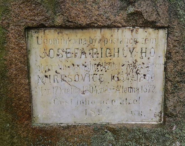 pamětní deska upomíná na Josefa Richlého