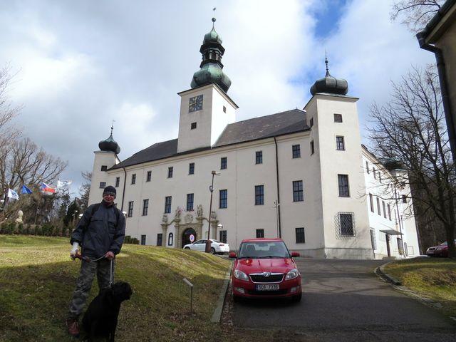 čelní fronta třešťského zámku; www.svatosi.cz