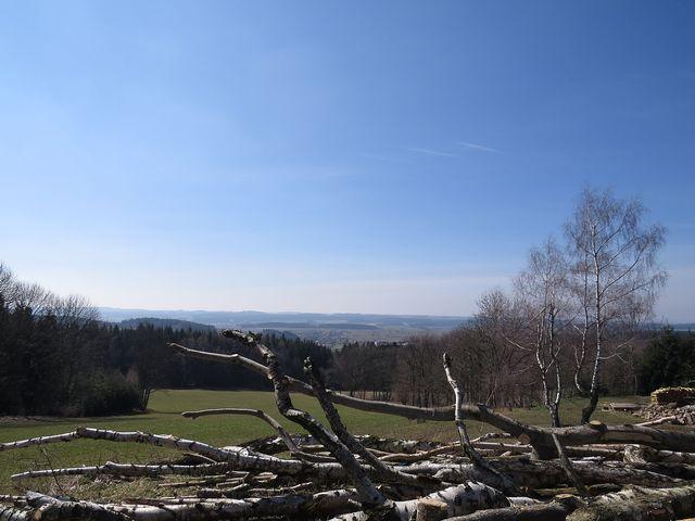 výhled z hřebene Arnoleckých hor na Řehořovskou pahorkatinu