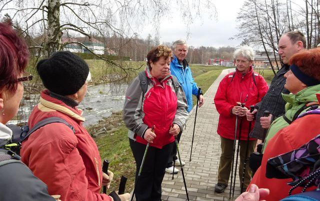 Jitka Korbelová informuje o Priessnitz walking, což je nově vzniklý druh klimatoterapie