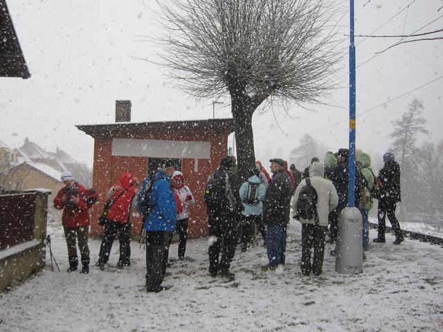 železniční zastávka ve Dvorcích; www.svatosi.cz