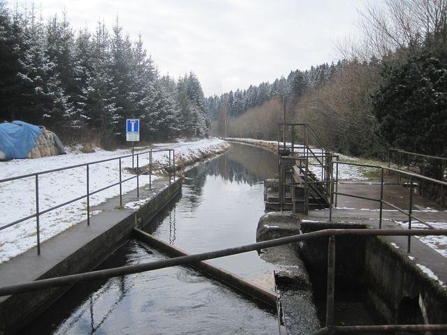 náhon přivádějící vodu z řeky ke mlýnu je 600 metrů dlouhý