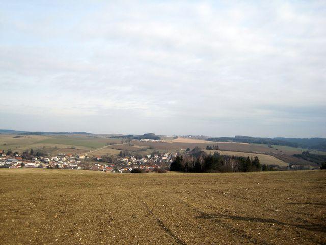 výhled na Luka, na obzoru Vysoké Studnice; www.svatosi.cz