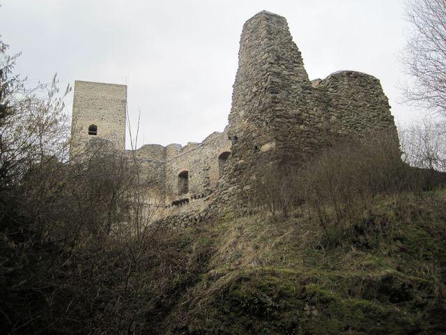 zřícenina hradu Rokštejna ze 13. století