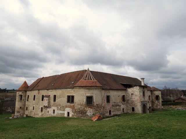 zámek ve Stránecké Zhoři patří od roku 1999 Řádu rytířů Kristových
