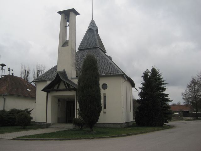 kaple sv. Jana Nepomuckého v Meziříčku je z roku 1998; www.svatosi.cz