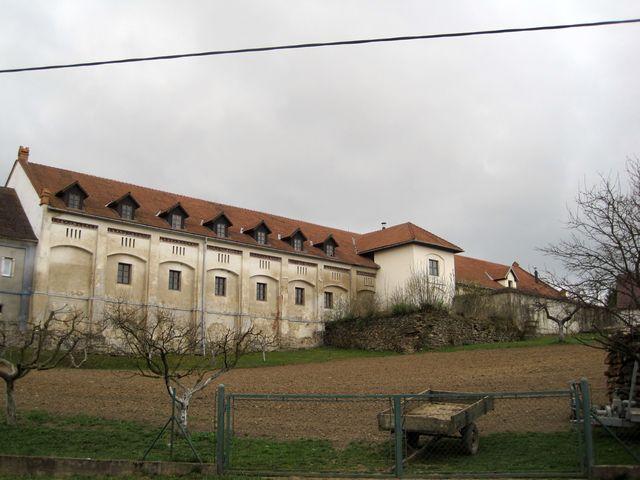 zámecký areál zabírá téměř celou horní část Černé