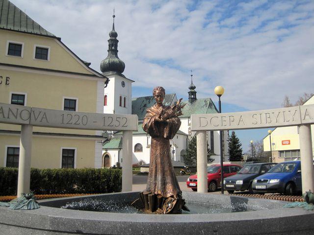 autorem památníku je sochař Otmar Oliva