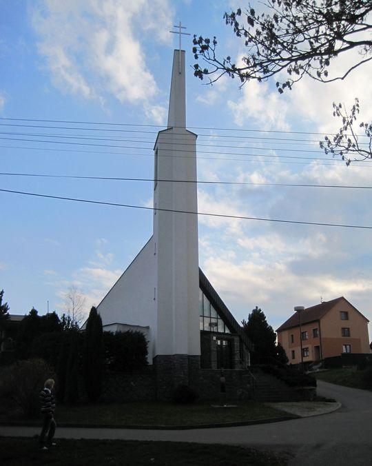 kostel sv. Ludmily byl vysvěcen v roce 1994