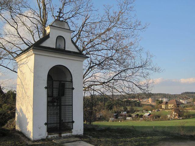 kaple sv. Kateřiny nad Velkým Meziříčím při cestě do Uhřínova