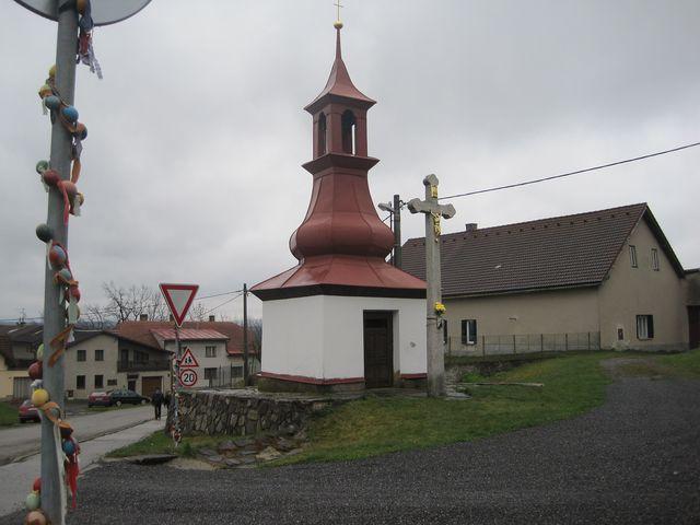 kaplička Panny Marie z poloviny 19. století v obci Rosička