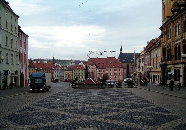 náměstí v Chebu - v domě, kde je muzeum, byl v roce 1634 zavražděn Albrecht z Valdštejna