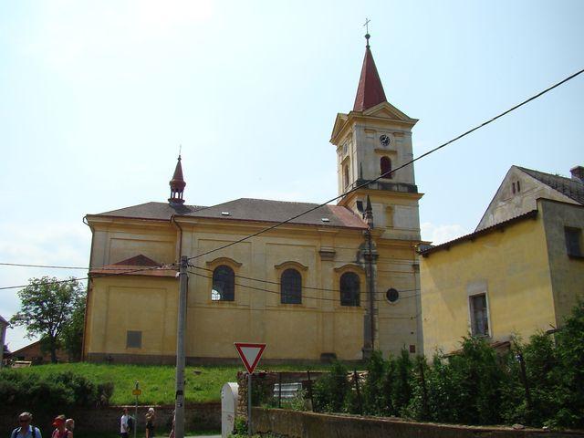 v heřmanickém kostele jsou náhrobky rodičů Albrechta z Valdštejna