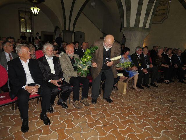 v gotickém sále panovala slavnostní atmosféra; www.svatosi.cz