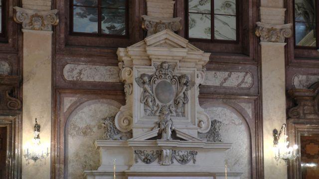 mramorová výzdoba Hlavního sálu; foto FJ
