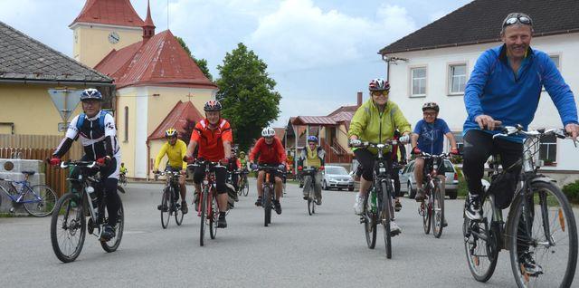 cyklojízda odstartována; foto Jan Černo