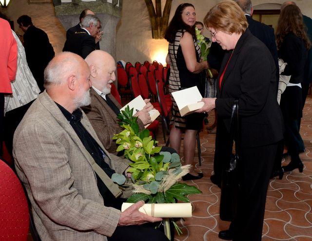 Jan Koblasa podepisuje své knihy; foto J. Černo