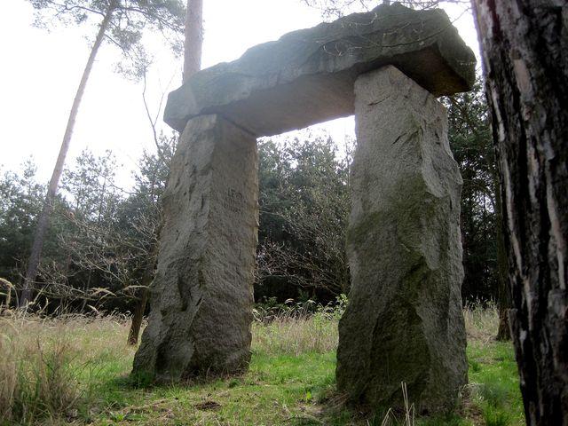 dolmen ohromuje svými rozměry
