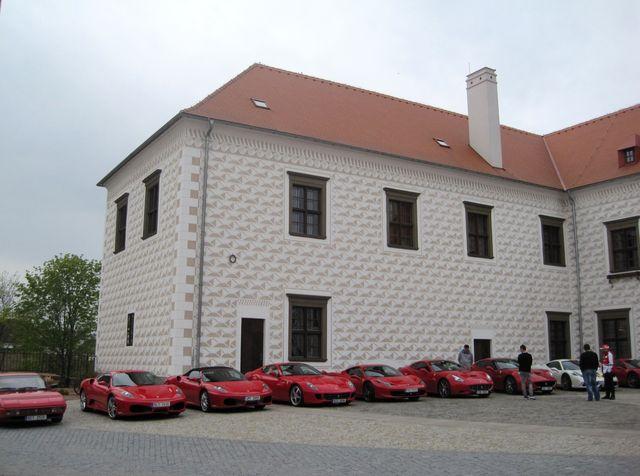 zámek Valeč poskytuje přepychové ubytování v historických apartmánech a má prostory pro pořádání kongresů