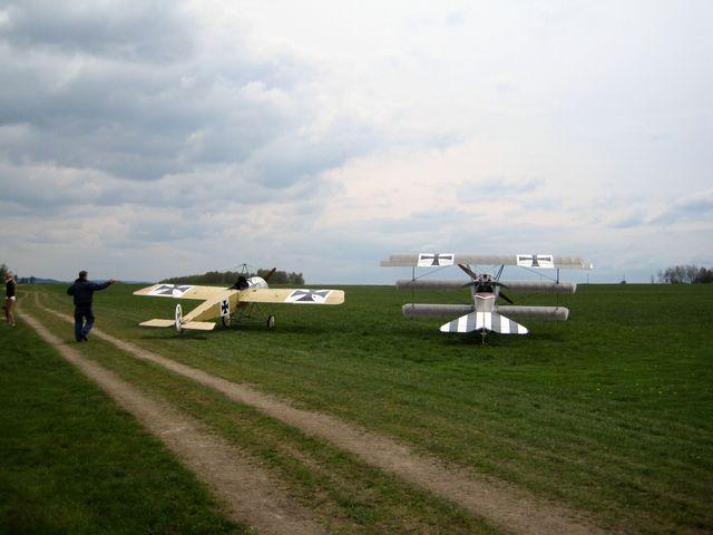 v Henčově se sešli milovníci historických letadel z celé republiky
