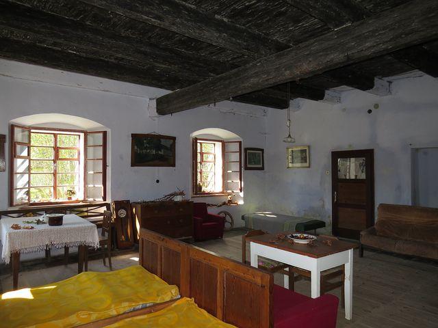 současný stav hlavní místnosti rychty v Javorku