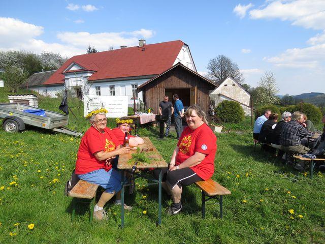 pochodníci z Třebíče, Bedřichova a Čeřínku v cíli v Daňkovicích