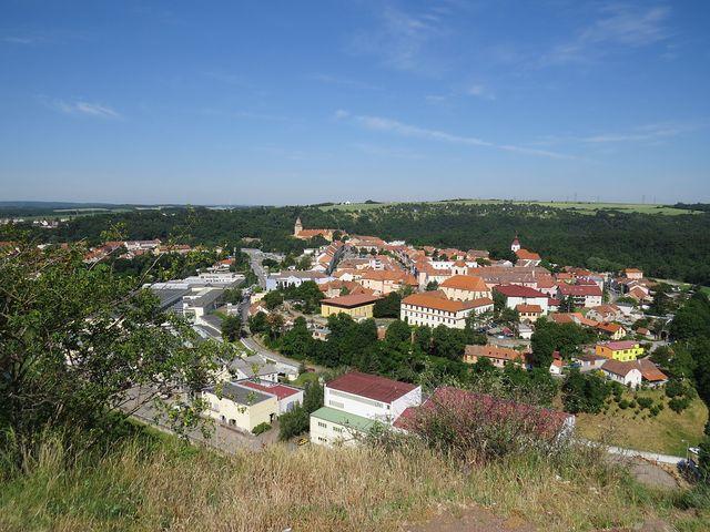 pohled na centrum Moravského Krumlova z kopce Floriánek