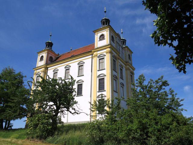 poutní kaple byla vysvěcena r. 1697 - k jejímu vzniku se váže legenda