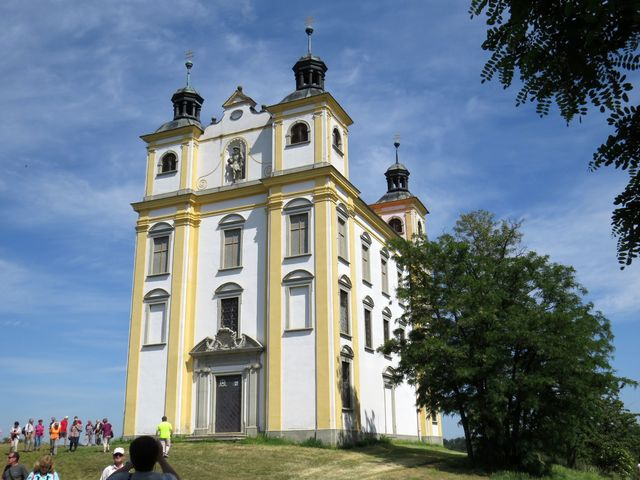 kaple sv. Floriána pod modrou oblohou je vděčným objektem fotografů