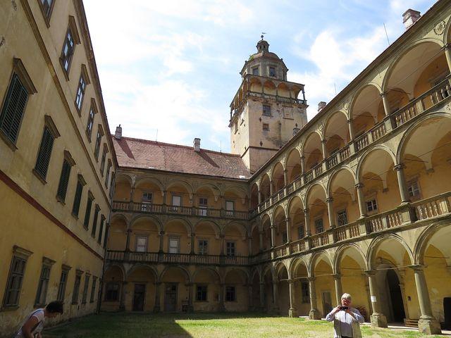 nádvoří renesančního zámku Moravský Krumlov