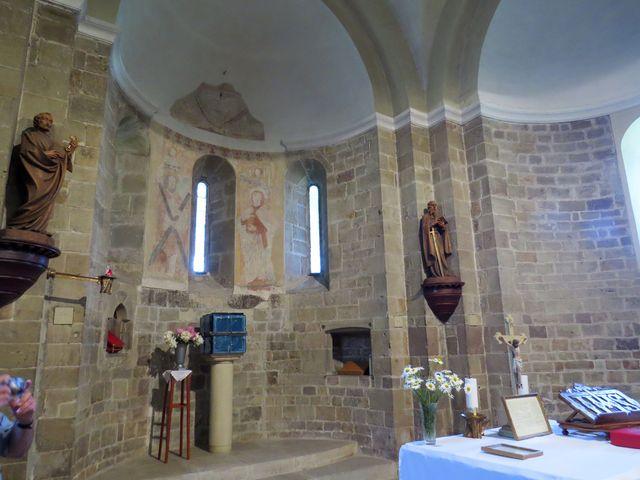 v interiéru se dochovaly zbytky gotických maleb