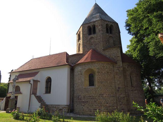 románský kostel v Řeznovicích byl postaven ve 2. polovině 12. století