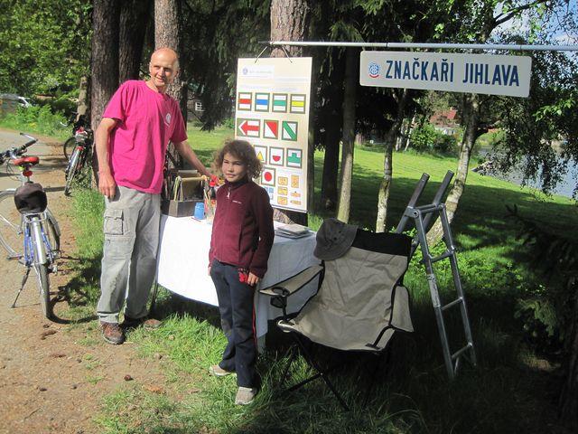 na Okrouhlíku jsme dostali razítko do účastnického listu a sledovali zájem turistů o informace ze značení pěších cest