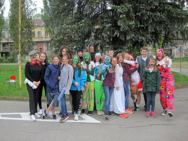 žáci a žákyně ZŠ Nad Plovárnou už po několikáté vystupovali na stanovištích Pohádkového odpoledne
