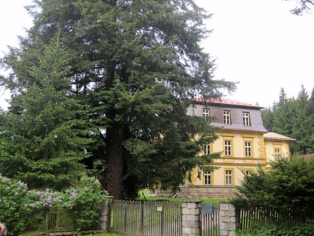 zámeček Zátiší postavený v polovině 19. století se postupně renovuje