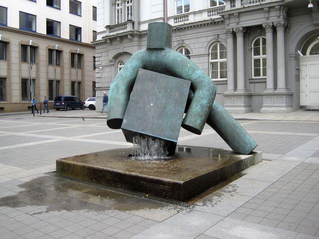 socha Spravedlnosti je dílem Maria Kotrby
