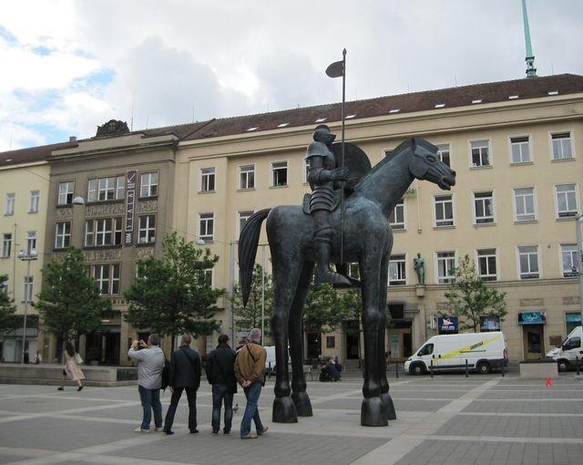 socha je podobenství odvahy, ne portrét Jošta Lucemburského, říká autor Jaroslav Róna