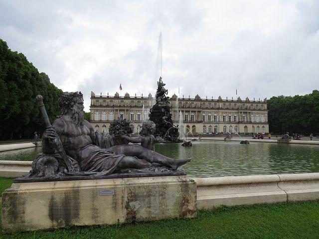 zahradní fasáda zámku Ludvíka II.; www.svatosi.cz