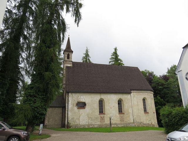 kostel Panny Marie z poloviny 15. století u kláštera na ostrově Herreninsel